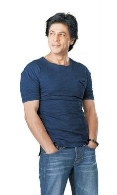 Mahagun Ad with Shah Rukh Khan Shahrukh Khan And Kajol, Shah Rukh Khan Movies, Salman Khan, Bollywood Stars, Bollywood Fashion, Bollywood Music Videos, Sr K, King Of Hearts, Most Beautiful Indian Actress