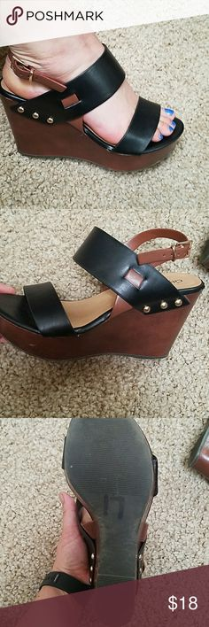 Black and Brown Wedges Women's Size 7 wedges. Super cute shoes. Shoes Wedges