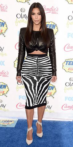 KIM KARDASHIAN The indefinitely brunette star played chaperone to little sis Kylie – and braved the sunny weather in a long-sleeved leather crop top and zebra print pencil skirt. Kardashian Style, Kardashian Jenner, Kendall Jenner, Kim K Style, Her Style, Sexy Outfits, Fashion Outfits, Womens Fashion, Teen Choice Awards 2014