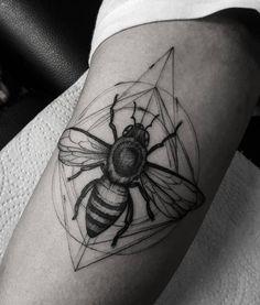 ✖ Bee   #art #artwork #blacktattoo #blxckink #blackworkers #blackworkerssubmission #blackart #darkartists #drawing #draw #dotworktattoo #equilattera #engraving #electricink #inkstinct_tattoo_app #inked #ink #tattooistartmagazine #tattoodo #tattoo #tatuagem
