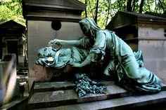 Grave de Moris Pere Lachaise    Pere Lachaise Cemetery, Paris
