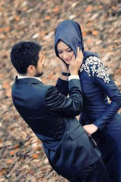 I love watching pictures of Halal Love / Cute Muslim Romantic Couples Photos holding hands and being happy. It makes me realize that true and meaningful love Cute Muslim Couples, Muslim Girls, Muslim Women, Romantic Couples, Cute Couples, Romantic Dp, Romantic Music, Happy Couples, Romantic Weddings