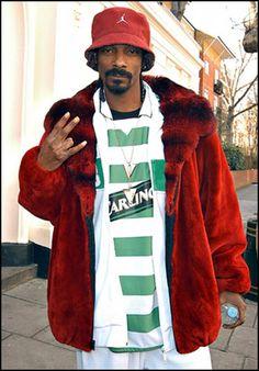 Snoop the Celtic fan 💚💚💚 Football Casuals, Football Jerseys, Football Players, Celtic Soccer, Celtic Fc, Team Wallpaper, Sir Alex Ferguson, Jersey Outfit, Soccer Fans