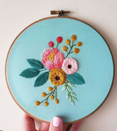 Types Of Embroidery Stitches, Hand Embroidery Patterns Flowers, Embroidery Flowers Pattern, Hand Embroidery Designs, Embroidery Ideas, Embroidery Suits, Simple Flower Embroidery Designs, Hand Embroidery Projects, Creative Embroidery