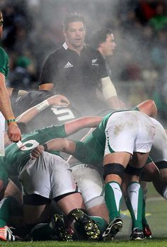 All Blacks skipper Richie McCaw. Was this not one of the finest games of rugby Ireland v New Zealand Autumn Internationals 2014 Rugby Wallpaper, Rugby Cup, Rugby Memes, Ulster Rugby, Hot Rugby Players, Richie Mccaw, Ireland Rugby, Rugby Sport, All Blacks Rugby