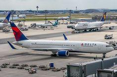 "holdshortofyankee: ""holzbauerweb: "" N394DL Delta Airlines Boeing 767-324(ER) @ Frankfurt (EDDF) / 07.08.2014 on Flickr. "" 767 and 747 """