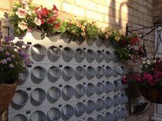 Pixel Garden je jedinečný modulárny zavlažovací systém, chránený patentom. Montáž kvitnúcich stien nevyžaduje žiadne špeciálne znalosti. Systém je možné inštalovať nielen v exteriéri, ale aj vo vnútri budov. Pixel Garden vám otvára predstavivosť na zostavenie vlastných motívov vertikálnych záhrad. #garden #verticalgarden #vertikalna zahrada #white#flovers #kvety #plant #rastliny #design #exterior #greenwall #wall #pixelgarden #alvex #hanginggardens Outdoor Structures, Gardening, Plants, Lawn And Garden, Plant, Planets, Horticulture