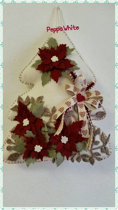 Felt Christmas Decorations, Christmas Ornament Crafts, Christmas Art, Christmas Projects, Felt Crafts, Handmade Christmas, Holiday Crafts, Christmas Wreaths, Christmas Holidays
