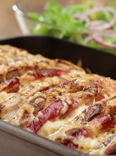 Brotauflauf: Brot, Kasseler und Sauerkraut mit Käse überbacken