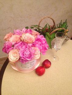 Любимым девушкам дарят цветы, а не слёзы.