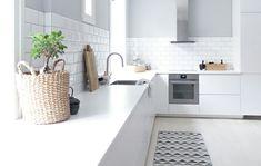 Homey Kitchen, Kitchen Dinning, Ikea Kitchen, Kitchen Shelves, Apartment Kitchen, Kitchen Interior, Kitchen Design, Modern Scandinavian Interior, Scandinavian Kitchen