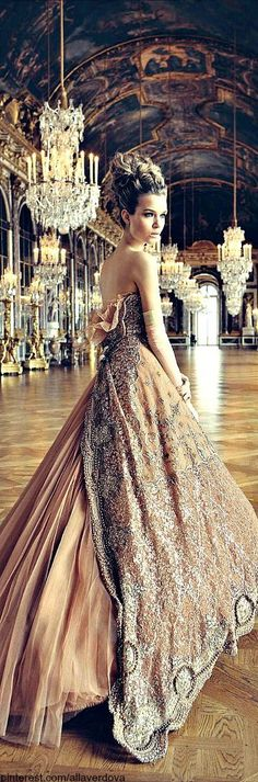 wedding dress, vintage style... I want a ball. Is that to much to ask for??
