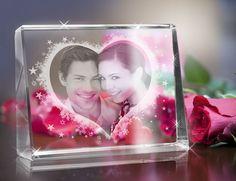 Ein edles Geschenk für die Liebsten. Verewigen Sie Ihre Lieblingsmomente in Glas. Ein Glasfoto ist ein liebevolles Geschenk zum Valentinstag, Geburtstag oder Hochzeitstag. Ihr Lieblingsfoto in Glas per Laser eingraviert!