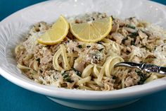 Recipe for Pioneer Woman's Linguine with Clam Sauce. This classic dish is hot linguine tossed with a creamy white wine clam sauce. Seafood Dishes, Pasta Dishes, Seafood Recipes, Pasta Recipes, Cooking Recipes, Fish Dishes, Canned Clam Recipes, Dinner Recipes, Noodle Recipes