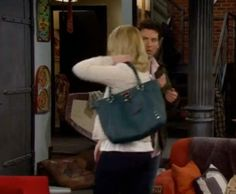 Abby Elliot's character Jeanette on How I Met Your Mother wearing the Elliott Lucca Cordoba Large Work Tote