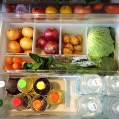 ジャングルになりやすい野菜室を仕分けてスッキリ収納! Small Apartment Organization, Freezer Organization, Refrigerator Organization, Household Organization, Home Organization Hacks, Kitchen Organization, Muji Storage, Pantry Storage, Kitchen Storage