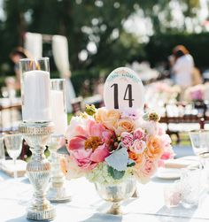 Schöne und einfache Frühling Tischdeko Ideen mit Blumen und Ostereiern