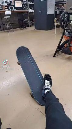 Beginner Skateboard, Skateboard Videos, Penny Skateboard, Skateboard Design, Skateboard Girl, Skate Bord, Skates, Skate Photos, Cool Skateboards