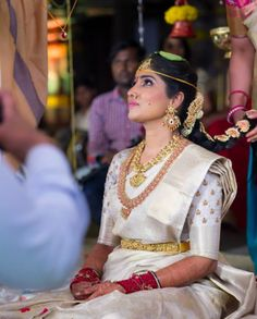 How To Be A Contemporary South Indian Bride! - - North Indian, South Indian, the divisions are sort of blurring these days a little, with both brides really getting inspired by one another- and with all the States' weddings we are having these da. Bridal Sarees South Indian, South Indian Bridal Jewellery, South Indian Weddings, Indian Bridal Fashion, Indian Bridal Makeup, South Indian Bride, Indian Sarees, Indian Groom, Bridal Beauty