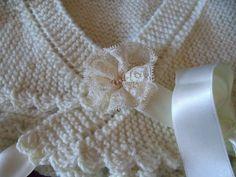 con lacitos y puntillas: chaquetita y toquilla ...y arreglo de vestido de 1ª comunión