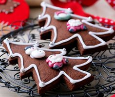 Try our chocolatey twist on the tradtional recipe with our Chocolate Gingerbread Biscuit recipe. Christmas Tree Biscuits, Gingerbread Christmas Tree, Christmas Cookies, Christmas Gifts, Xmas, Gingerbread Biscuit Recipe, Gingerbread Cookies, British Recipes, Home Baking