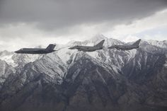An F-35 flying alongside two Typhoons [2048 x 1365]