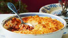 Bataattinen lihaperunasoselaatikko eli cottage pie tehdään naudan jauhelihasta. Tutumpi versio shephard's pie sisältää lampaan jauhelihaa.