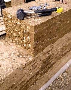 Pise and Love - MAMOTH Rammed Earth Homes, Rammed Earth Wall, Village House Design, Village Houses, Clay Houses, Earthship, Built Environment, Stone Art, Autocad