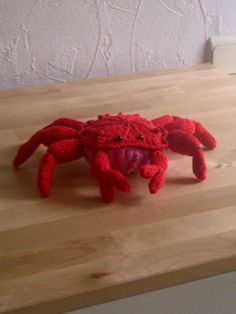 Knitted crab