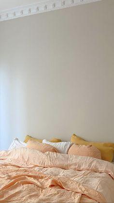Cute Bedroom Decor, Room Ideas Bedroom, Pastel Room, Minimalist Room, Aesthetic Room Decor, Cozy Bed, Dream Rooms, My New Room, House Rooms