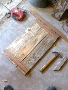 """Http://k06.kn3.net/D47AD67E9.gif. Hola gente, hace un tiempo """"cirujie"""" unas maderas de techo que cambiaron en un chalet del barrio. Http://k33.kn3.net/taringa/0/7/1/9/3/7/YnnurB/F73.jpg. Mi señora queria un mueble bajo mesada rustico y aprovechamos..."""
