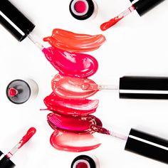 Trattamento o gloss? 1 colore o 6? Non devi scegliere! Oil Elisir Lip Gloss: per labbra idratate e luminose in 6 colori irrestibili. Cosa aspetti a provarli tutti?