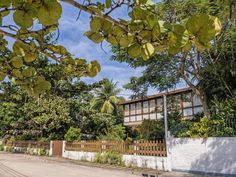 """https://flic.kr/p/wtcbqh   A casa modernista mais legal de Paquetá... Baía de Guanabara, Rio de Janeiro, Brasil.   The coolest modernist house in Paquetá in my opinion.  The Paquetá Island is district of Rio inside Guanabara Bay. There cars and motorcycles are not allowed.  Paquetá, Rio de Janeiro, Brazil. Have a cool """"Paquetá"""" weekend."""