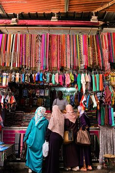 The Beautiful Colors of Marrakech at Jemaa El Fna in the Medina - a UNESCO world heritage site and a great place to shop in Morooco // localadventurer.com