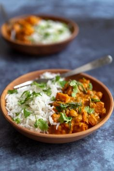 and butternut curry - Vegetarian recipe - Delicacies - -Chickpea and butternut curry - Vegetarian recipe - Delicacies - - Full of flavor and comfort, this easy curry is perfect for a chilly day. Curry végétarien de pois chiches et butternut Vegetarian Recipes Gourmet, Vegetarian Chili Easy, Clean Eating Vegetarian, Vegetarian Curry, Vegetarian Appetizers, Easy Healthy Recipes, Chickpea Curry, Vegetarian Protein, Healthy Lunches