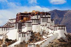 En el Palacio de Potala el color lo inunda todo. A más de 3.700 metros sobre el nivel del mar ha sido la residencia del Dalai Lama por más de 300 años.