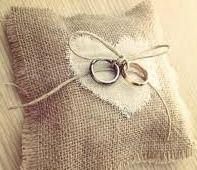 Cojin anillos Rustic Wedding, Wedding Day, My Perfect Wedding, Sunbonnet Sue, Diy Wedding Decorations, Happily Ever After, Wedding Designs, Wedding Details, Wedding Planner