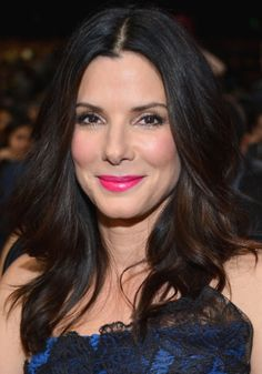 Wie is Sandra Bullock dating nu 2016