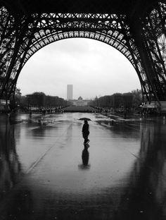 It rains in paris..