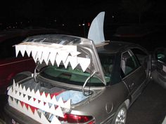 Image from http://inouis.com/wp-content/uploads/2015/01/trunk-or-treat-ideas-for-a-pickup-truck.jpg.