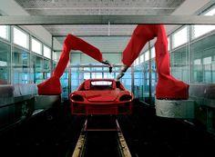 El campus de Ferrari en Maranello es una de las mecas del diseño automovilístico. Renovado por Jean Nouvel en 1997, la fabrica es responsable de la producción a mano todos los modelos de la compañía (aproximadamente 10 a 12 carros por día), fabricados dependiendo de las especificaciones de cada una de las ventas realizadas alrededor del mundo.