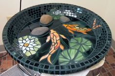 Great Bird Bath Mosaic ~ I like the 3D effect of the rock that gives the birds a place to perch while bathing.