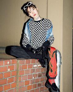 アーティなストリートガールはアバンギャルドなチェッカーフラッグ柄に注目 April issue P86 ART BABE SNAP model @catserval artwork @miyamoto_manami @bien_jap tops @abathingape vest @edwin_japan skirt @monki bottoms @cake_asia sunglasses @cake_asia glove @limifeu_official shoes @zara #nylonjapan #nylonjp #fashion #snap #streetstyle #art #checkredflag #artbabesnap #caelumjp  via NYLON JAPAN MAGAZINE OFFICIAL INSTAGRAM - Celebrity  Fashion  Haute Couture  Advertising  Culture  Beauty  Editorial Photography  Magazine Covers…