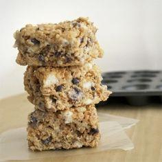 Blueberry Muffin Rice Krispy Treats by mallowandco