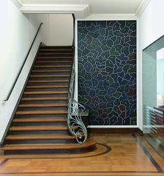 #farbinspiration #treppenhaus #stiegenhaus #50er #architektur #design  #kassel #weiß #grau #schwarz #gelb #gold #farbpalette #farbprofil  #farbkombinu2026 | Farbe ...