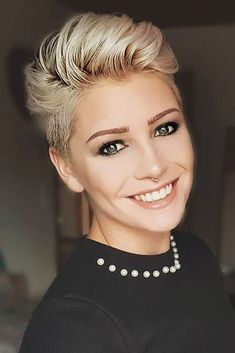Tips and Styles for Asymmetrical Pixie Haircut 2018 - Haarschnitt Ideen Asymmetrical Pixie Haircut, Pixie Haircut Styles, Pixie Hairstyles, Curly Hair Styles, Asymmetric Hair, Pixie Styles, Pixie Haircut 2017, Tomboy Hairstyles, Short Blonde Haircuts