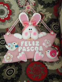 Enfeite de Porta Baby Door Decorations, Easter Bunny Decorations, Easter Wreaths, Crafts To Sell, Diy And Crafts, Crafts For Kids, Easter Crafts, Felt Crafts, Felt Wreath