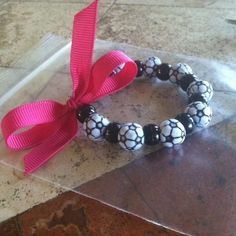 Need a gift for end of the soccer season for an all girls team?  Perfect!  From yellowribbonloft.com