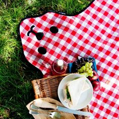 Picnic in style with the Bear Picnic Blanket from Gift Ideas