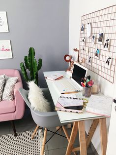 Small Home Office Ideas For Men & Women (Space Saving Layout) – Home Office Design Layout Home Office Space, Home Office Design, Home Office Decor, Office Ideas, Men Office, Desk Ideas, Office Inspo, Study Office, Furniture Ideas